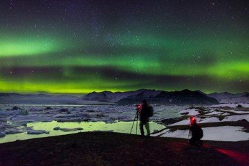 Iceland: Northern Lights over glacier lagoon Jokulsarlon