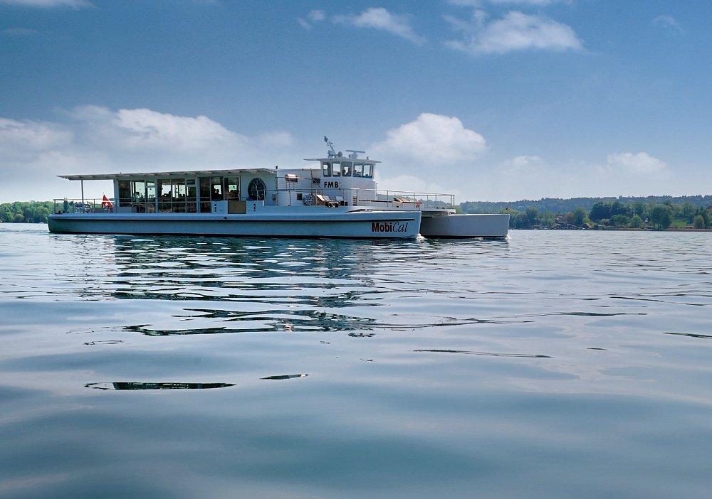 world's largest solar-powered catamaran Photo: www.bielersee.ch