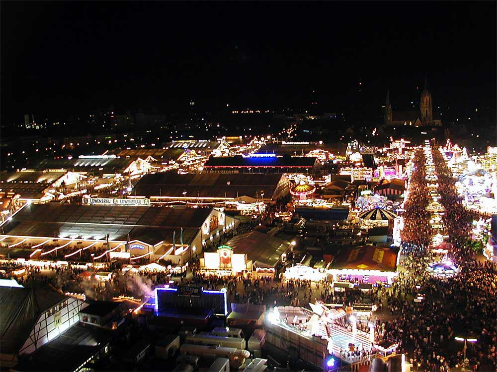 Oktober fest at night. Photo: Softeis via Wikimedia Commons