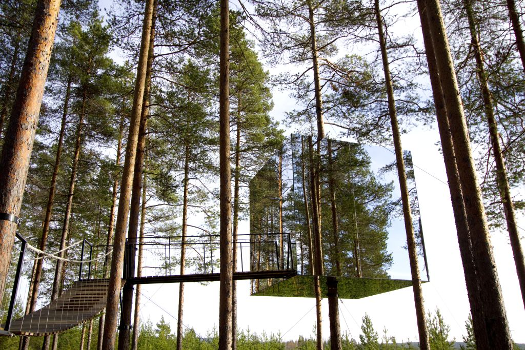 Swedish Treehotel-MirrorCube-summer - 1024 x 683