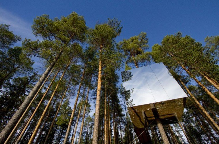 Swedish-tree hotel Mirrorcube