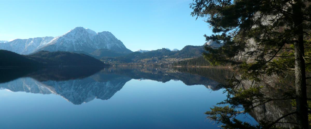 Lake Altausee - water chase, anyone? Photo: Taranis-iuppiter/ CC BY-SA 3.0 via Wikimedia Commons