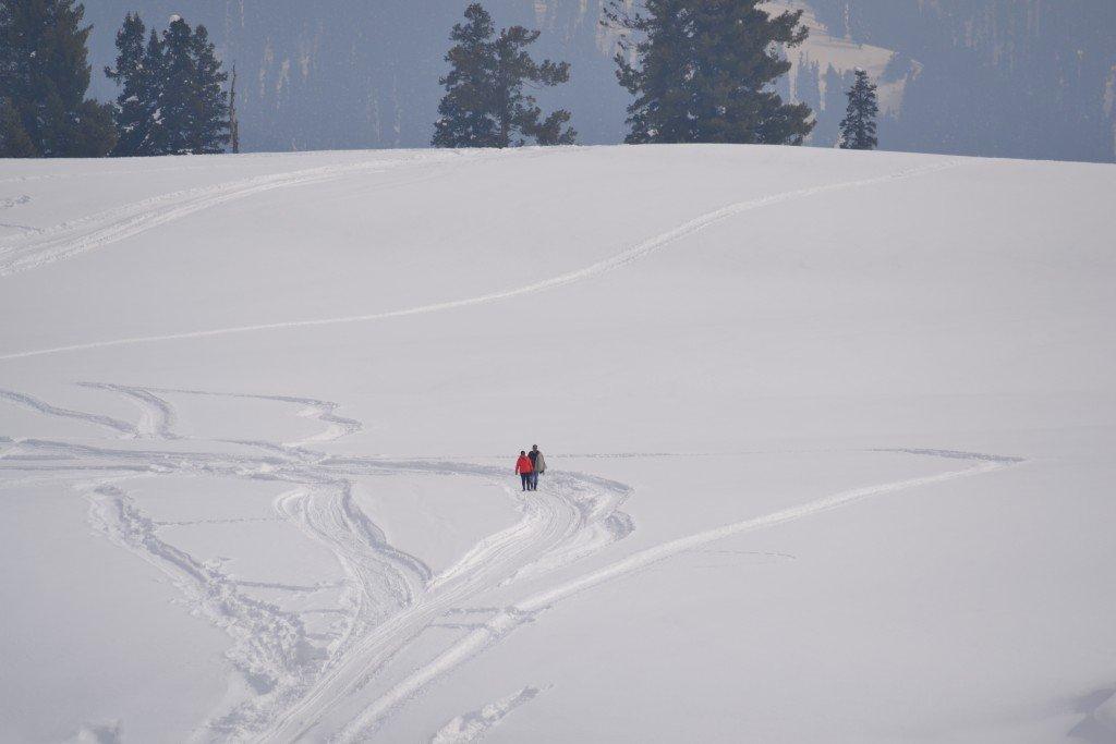 India Gulmarg skiiers