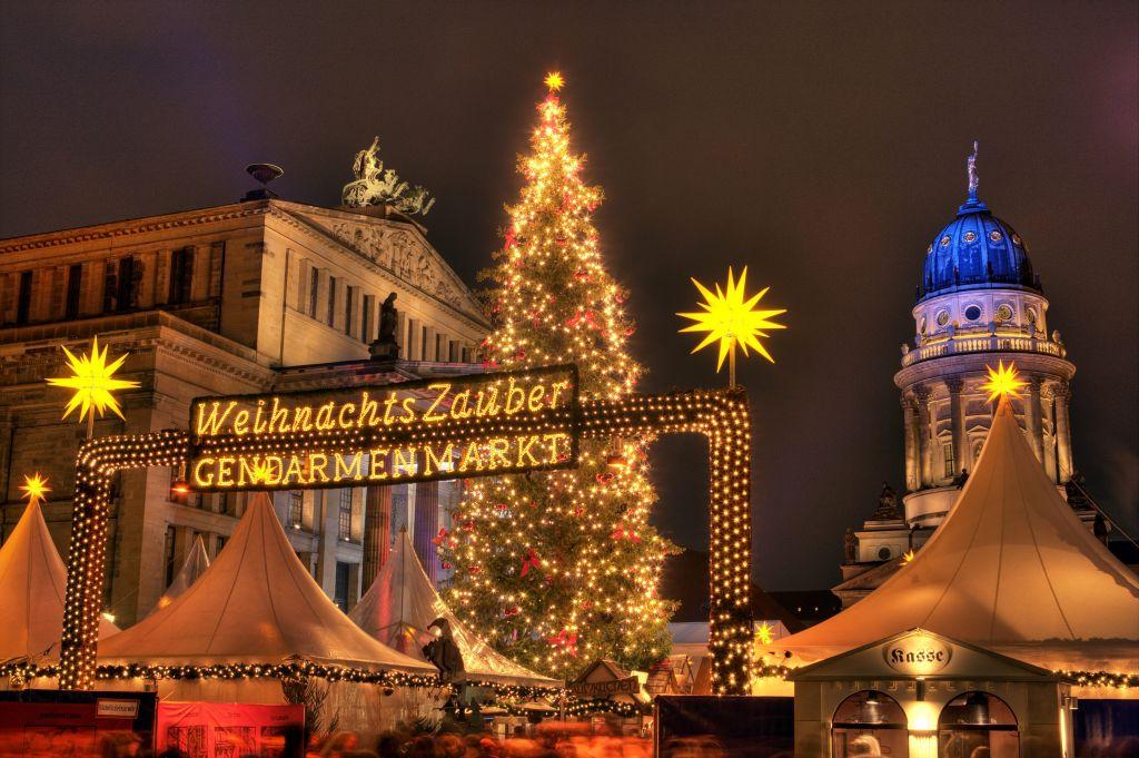Christmas Market on Gendarmenmarkt © visitBerlin Foto Wolfgang Scholvien