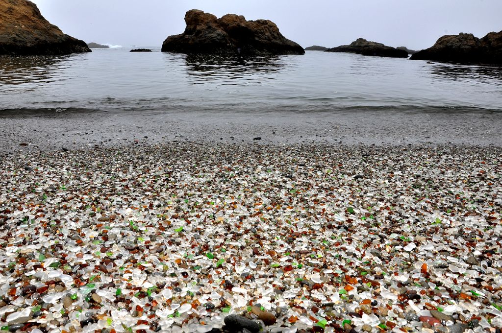 Glass Beach Fort Bragg-By Gustavo Gerdel CC BY-SA 4.0 via Wikimedia Commons