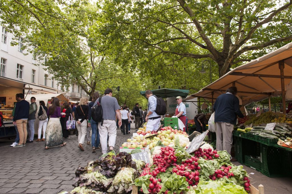 Streetmarket at Kollwitzplatz, Berlin © visitBerlin Photo Philip Koschel