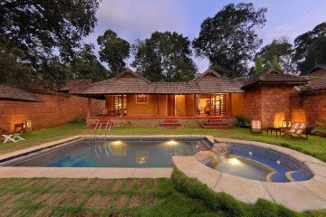 Coorg_Orange_County_Pool_Villa_Courtyard