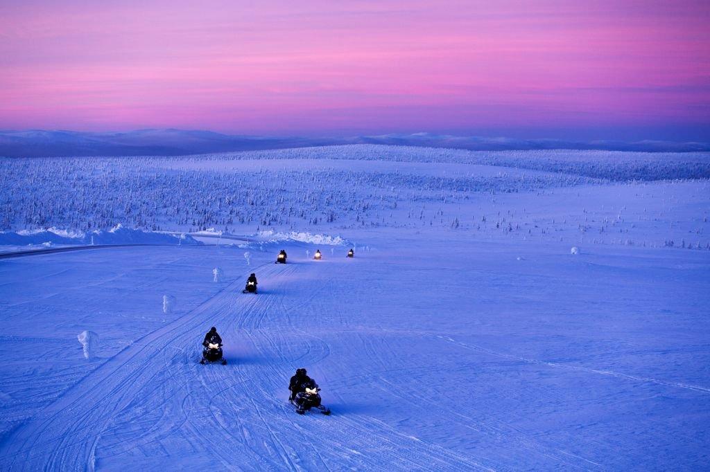 Kakslauttanen snowmobile 2 - 1024 x 682