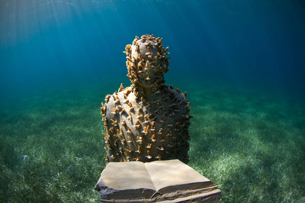 the-listener_jason-decaires-taylor-sculpture-art-01 - 1024 x 683