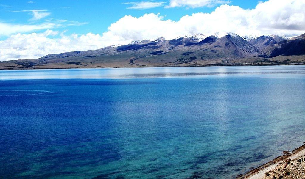Mansarovar Lake. Photo: Prateek via Wikimedia Commons