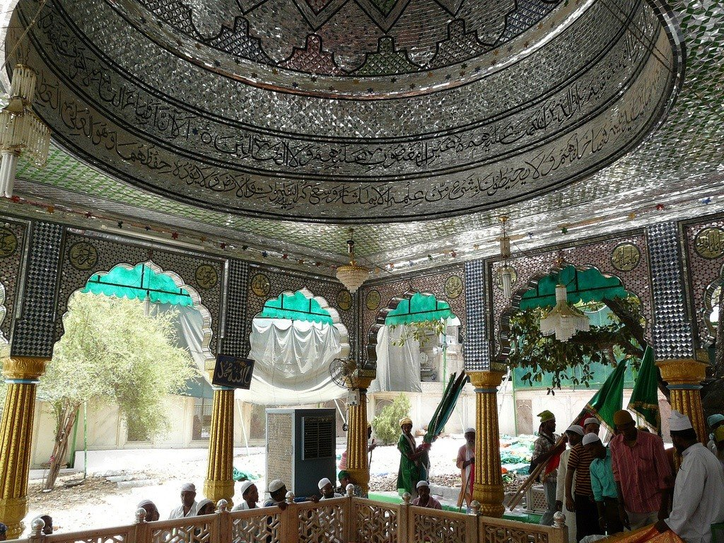 The shrine of Qutbuddin Bakhtiyar. Photo: Varun Shiv Kapur via Flickr