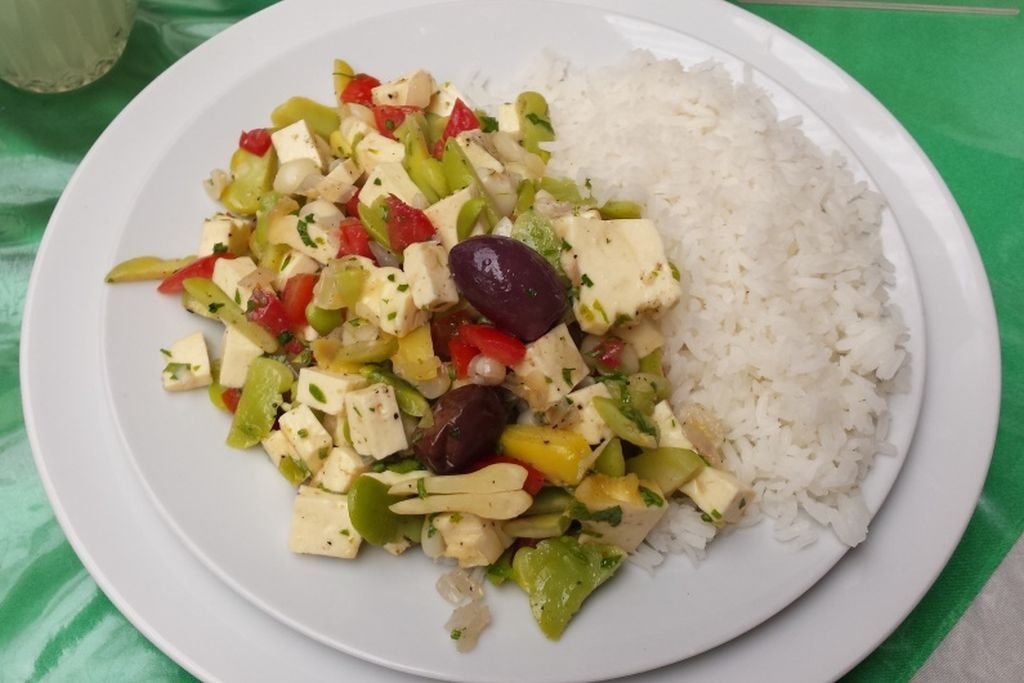 Vegetarian Travel-Salad with avocado sauce in Ica Peru - 1024 x 683