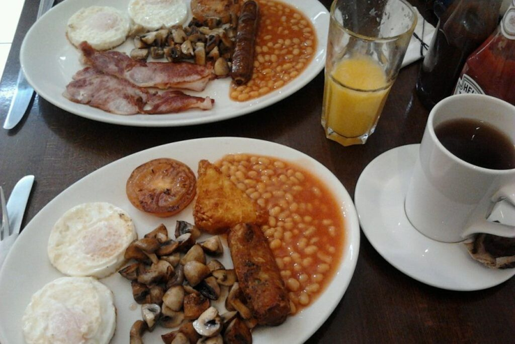 Vegetarian Travel-The typical English breakfast in London - 1024 x 684