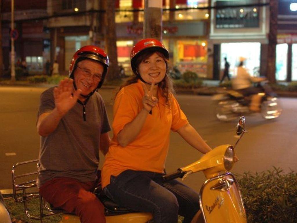 Vietnam-vespa-tour-hoi-chi-minh-city-customer-david-williams - 1024 x 768