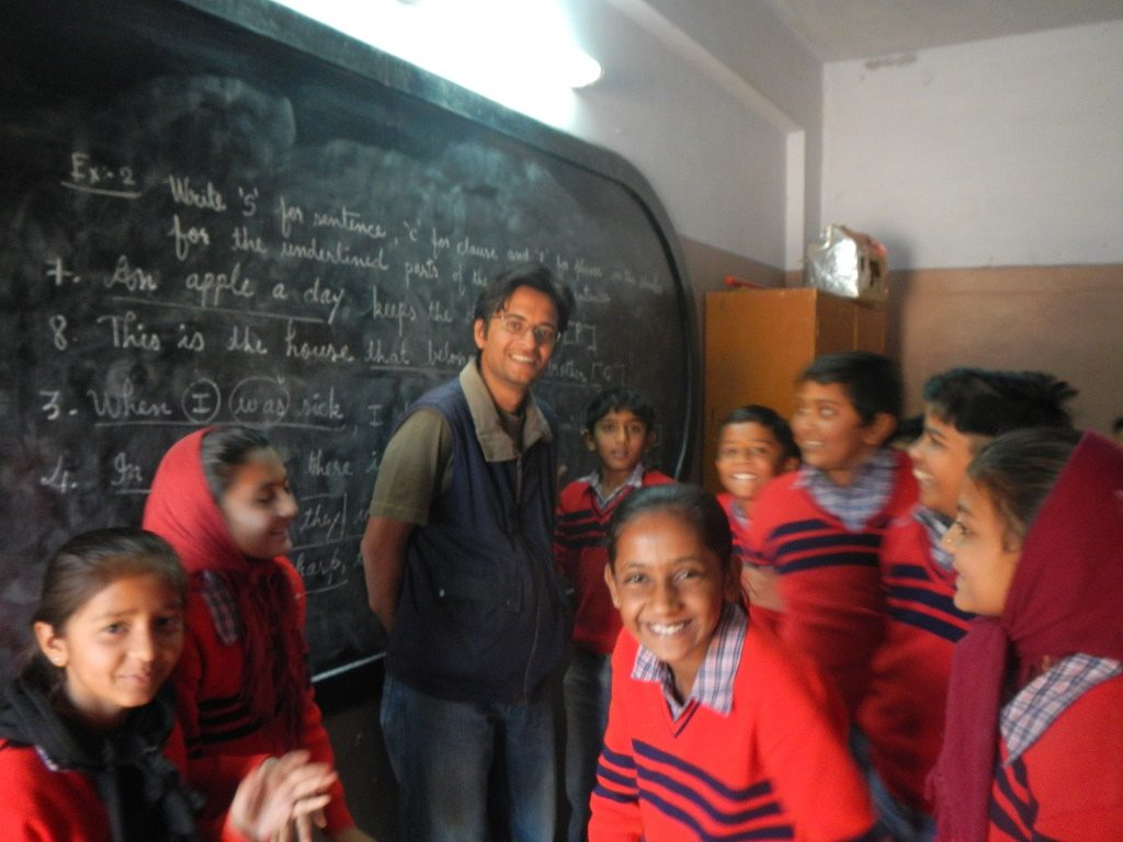 India Jeet with students in Devpur, Kutch