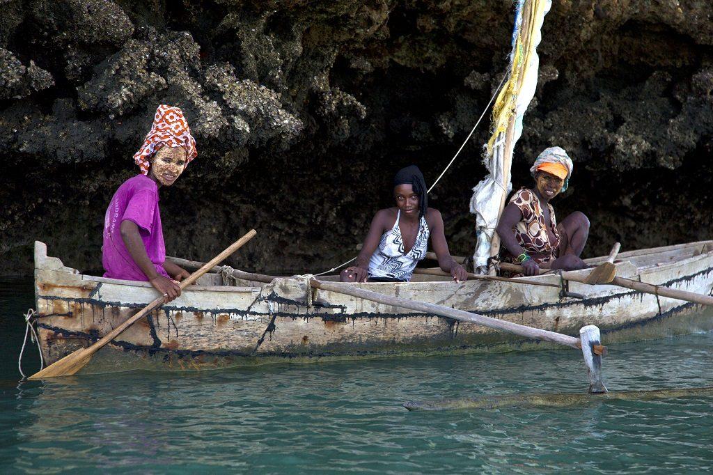 Madagascar baobabs canoe