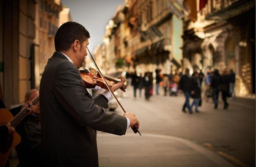 rome-street-artist-violin