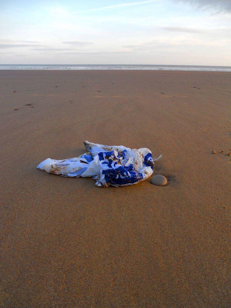 bag_on_a_beach