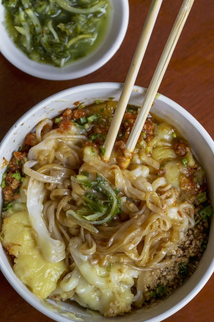 Shan rice noodles