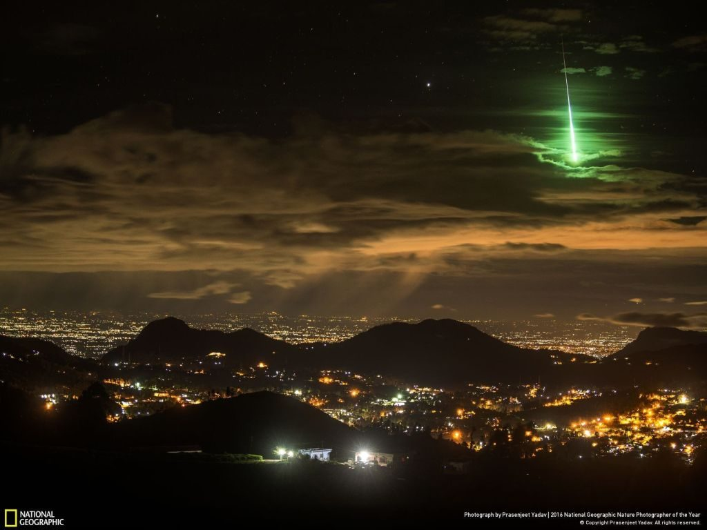 nat geo winner nature photographer of the year green meteor - 1024 x 768