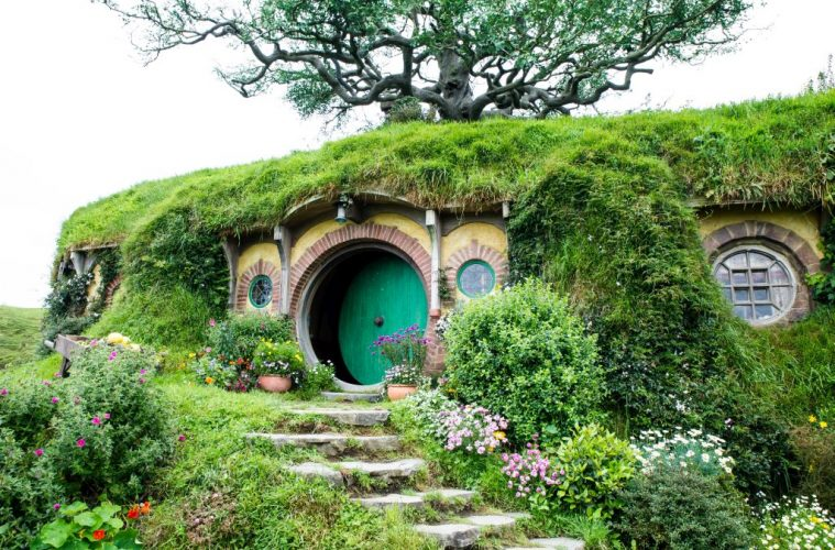 Travel like a hobbit in new zealand celebrating 15 years for Wonderful house images