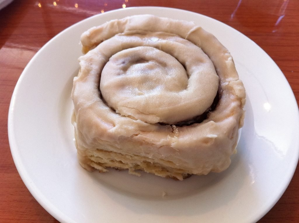 Vegan cinnamon roll