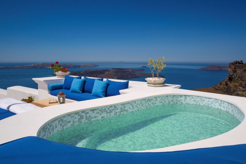 Outdoor Jetted Pool Iconic Santorini