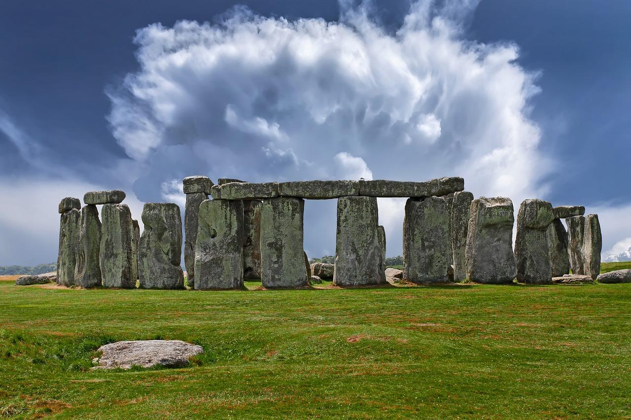 Stonehenge uk historical attractions