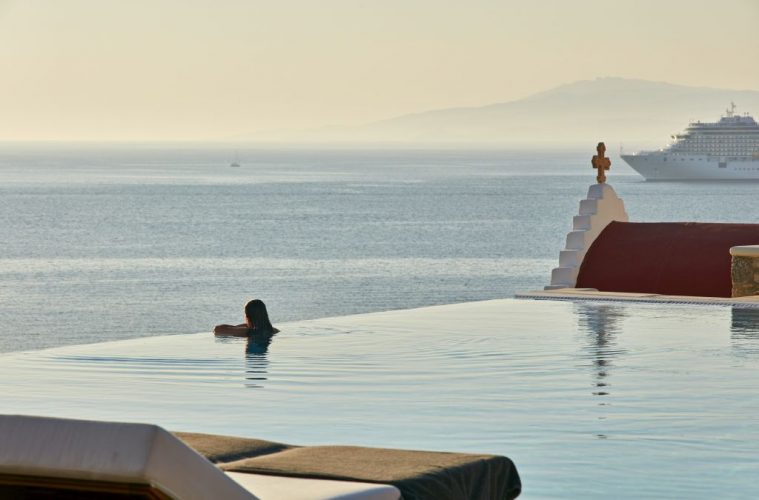 Mykonos hotel Bill and Coo Suites and Lounge how to choose a hotel