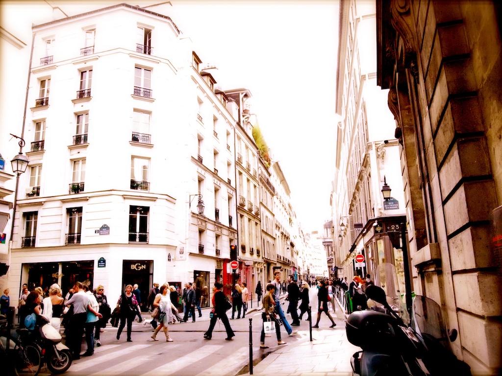 hidden spot: Street photography of the Marais