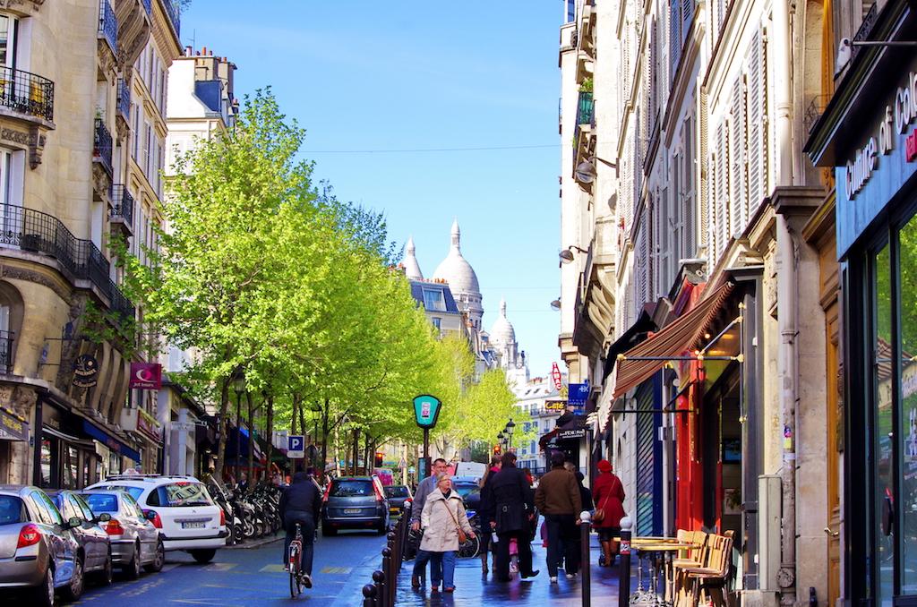 hidden spot: Rue de Martyrs