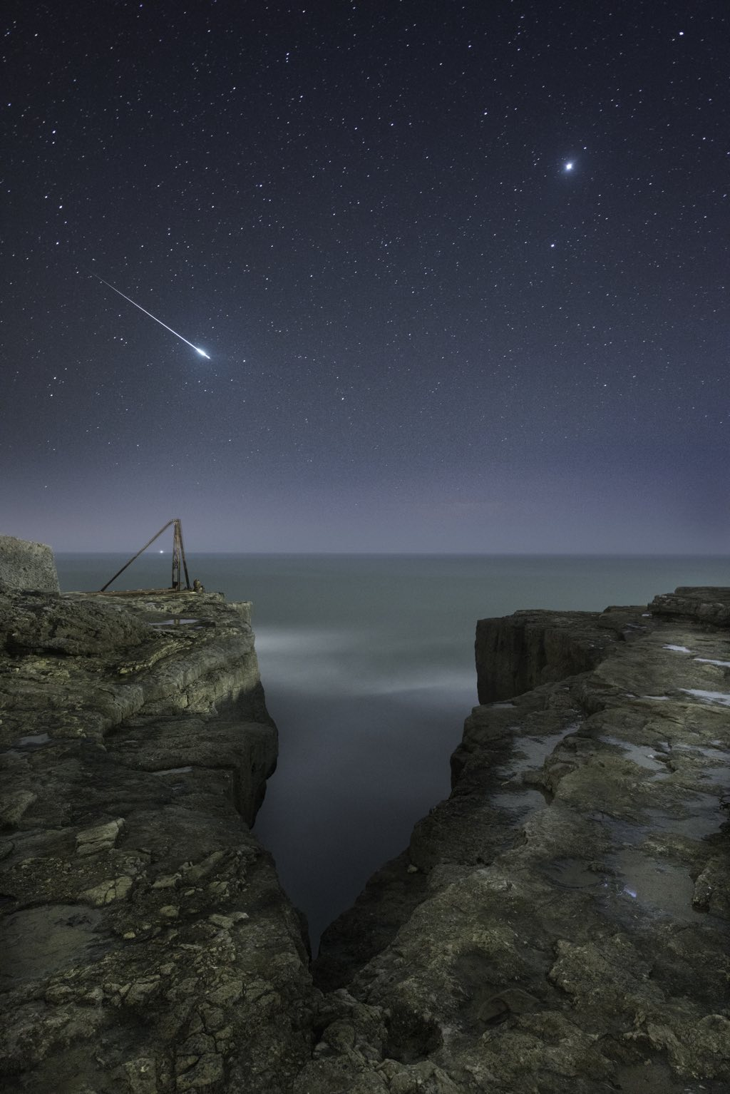 Shooting Star and Jupiter © Rob Bowes