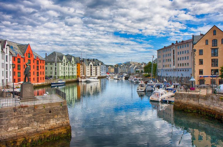 Aselund, Norway world's happiest country - no 2