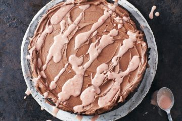 SALTED CARAMEL, CHOCOLATE & BEETROOT FUDGE CAKE: chocolate cake recipe