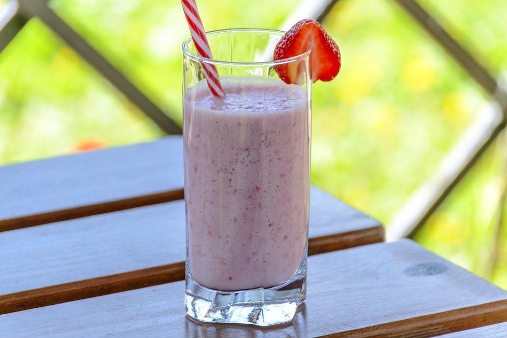 strawberry kefir drink