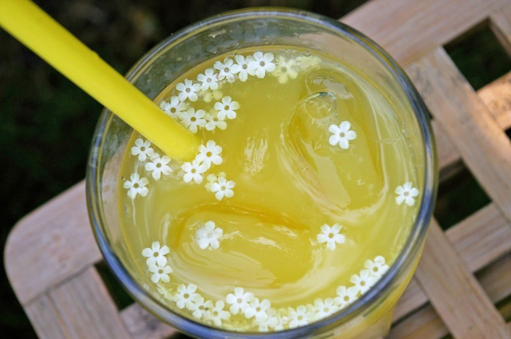 food trends 2018 sparkling elderflower beverage