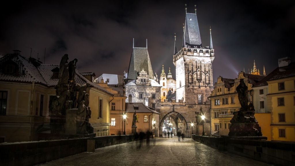 romantic-winter-getaway-prague-castle-in-winter