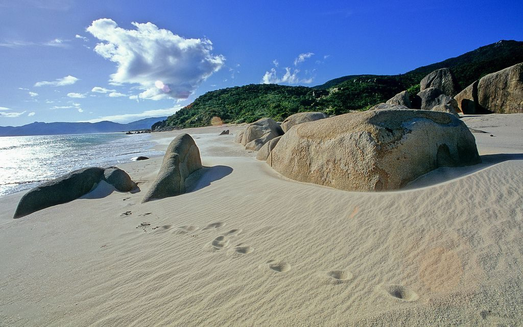 romantic-winter-getaway-footsteps-in-sand-yalong-bay-china