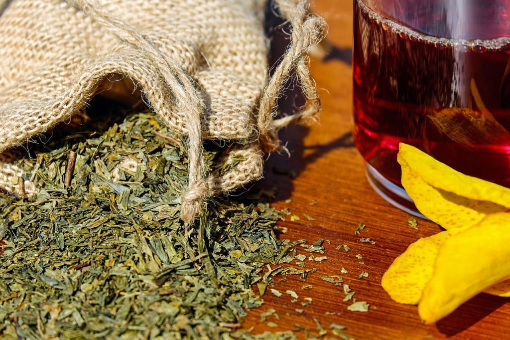 sustainable and organic tea loose leaf tea and tea in glass