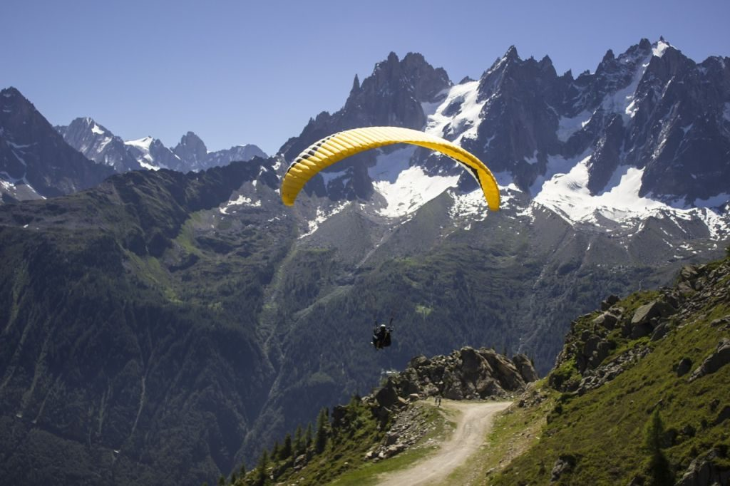 paragliding alps adventure