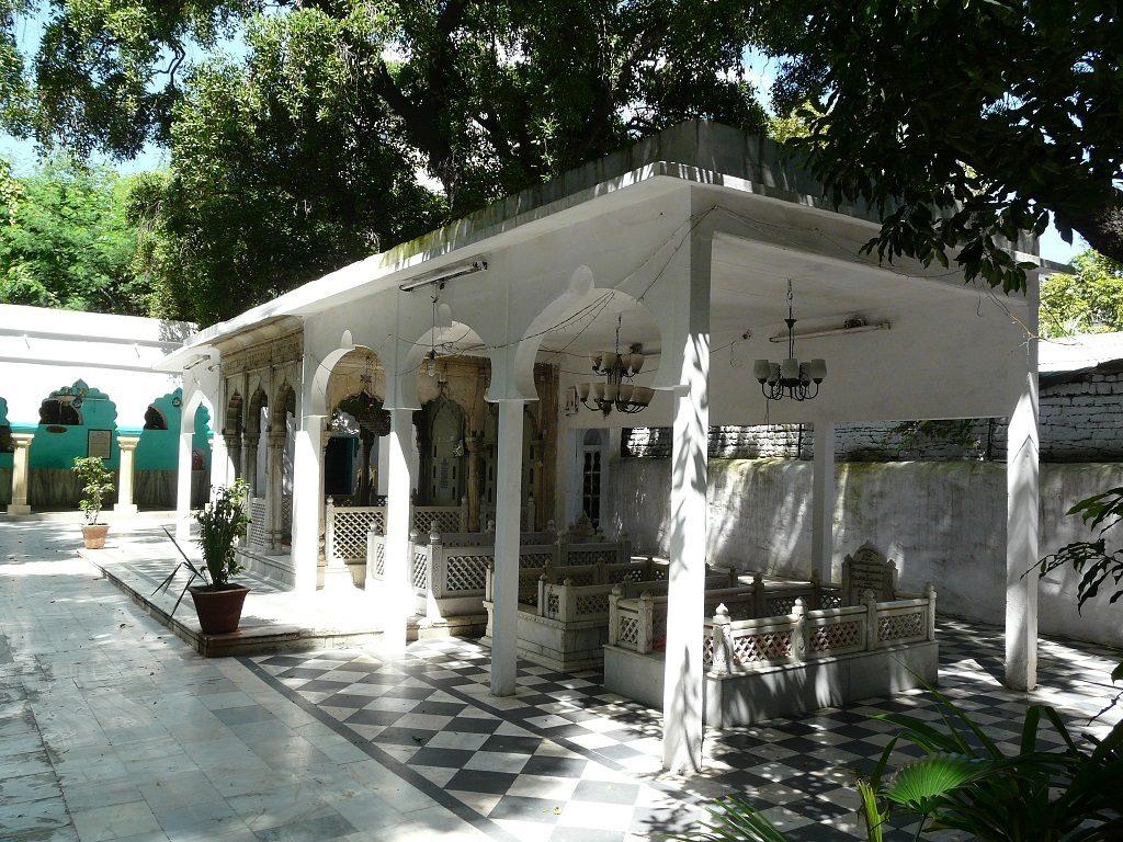 new delhi CP dargah