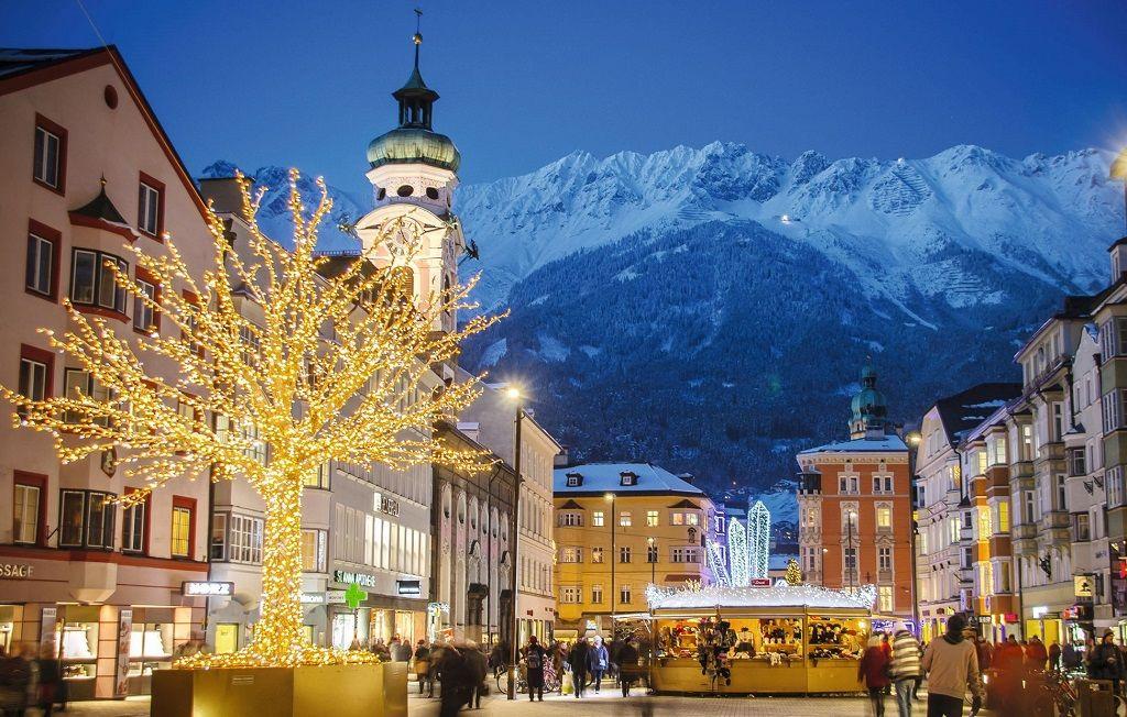 Austria christmas market Innsbruck-Tourismus_Alexander-Tolmo_Christkindlmarkt Maria-Theresien-Straße - 1024 x 652