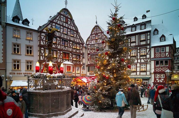 Germany Christmas market Bernkastel-Kues Photo C. Arnoldi