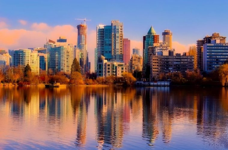 What are the best things to do in Vancouver on foot?