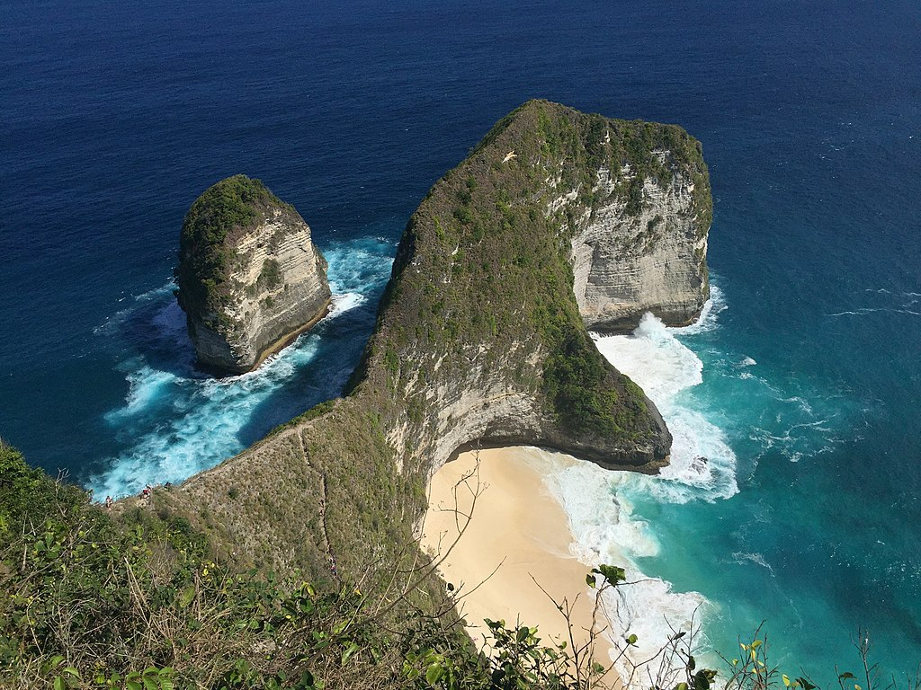 Kelingking_Beach,_Nusa_Penida indonesia