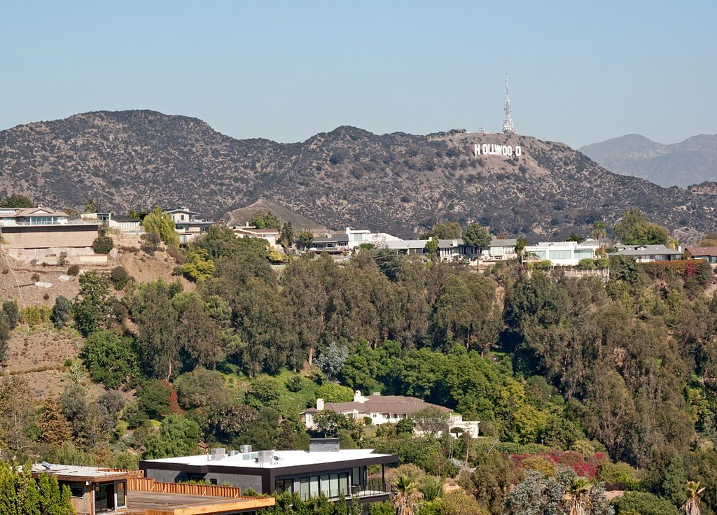 Hollywood_sign_from_Runyon_Canyon_trail california