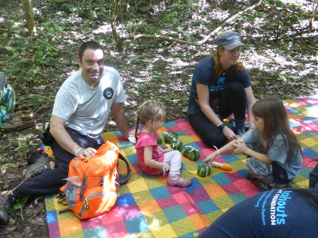 using reusable food wraps at a picnic with children zero waste