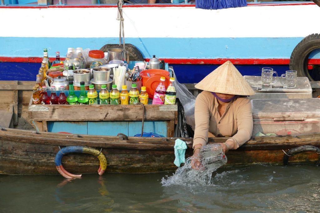 Sampan market boat