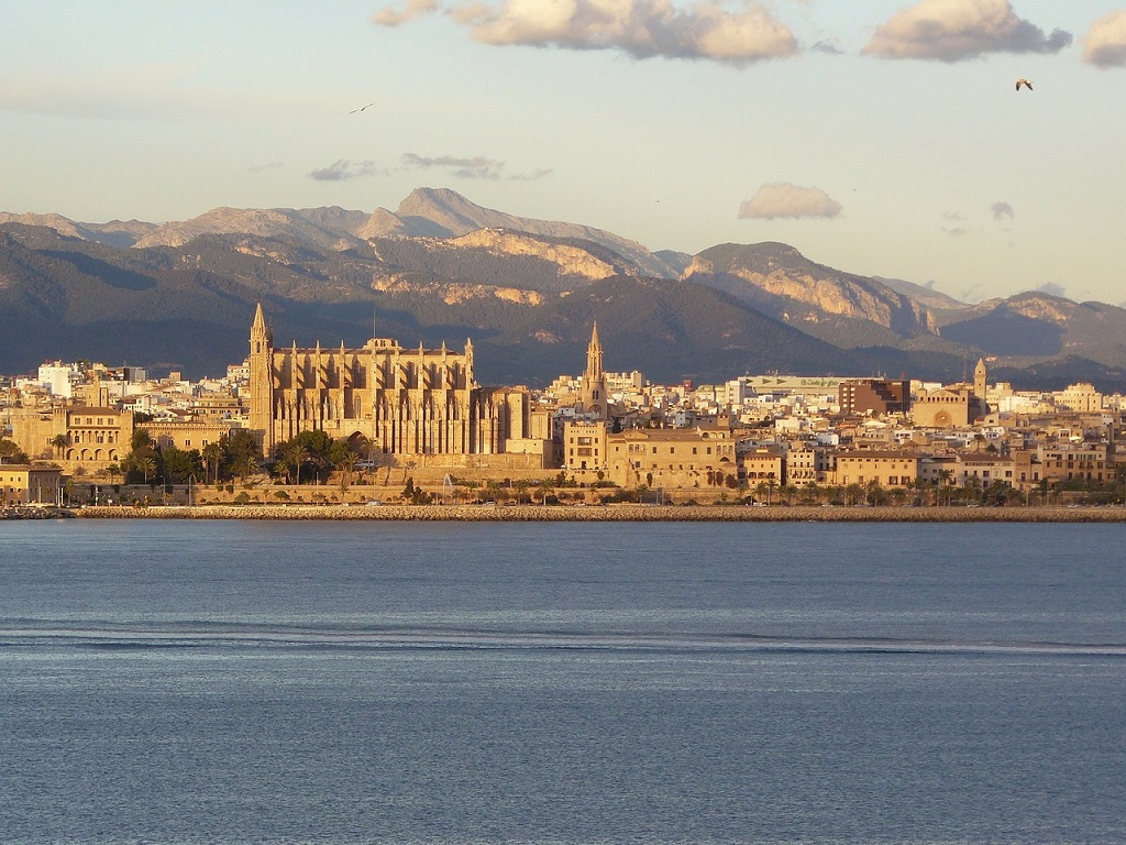 Mediterranean with lesser crowds: Palma De Mallorca in autumn and winter - Ecophiles