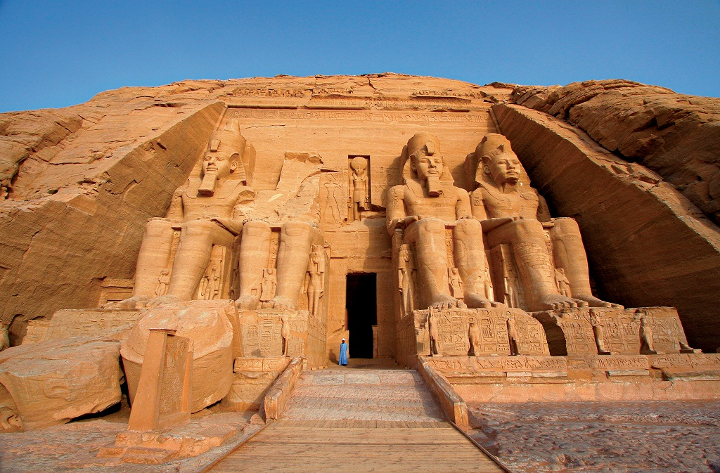 Colossal statues of Egyptian pharaoh Ramses II guard the entrance to Abu SimbelÔs main temple. (Shutterstock/Dan Breckwoldt)